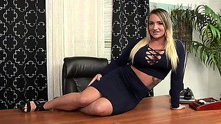 Secretary in stockings gets drilled hard