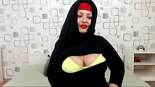 Nayraa sweet arab pussy