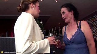 exclusive anal pissing party with mature mothers
