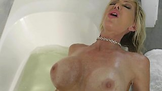 Foxy MILF Tylo Duran Gets Dicked Down By Pool Boy