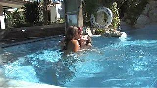Susi, Salma und Gundula am Pool