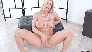 Stunning big breasted blonde babe Lara de Santis pets her own meaty pussy