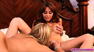 Sexy sisters Katja and Monique make out that ends up 69ing
