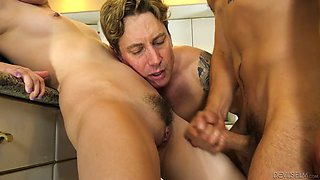 Wild US nympho Bobbi Dylan is ready for bisexual MMF threesome