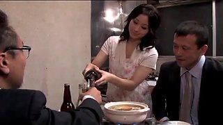 Cuckold japans vrouw met echtgenoot vriend (zie meer: bit.ly2rgy2eo)