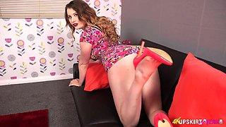 Ginger hottie Brook Logan shows beautiful pussy upskirt