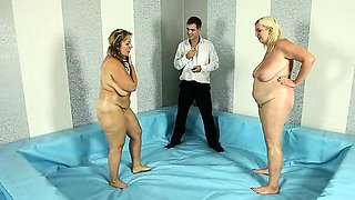 Over 100kg BBW fighters wrestle naked and oiled up