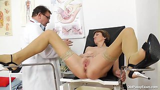 Horny mature woman went to visit her horny doctor who loves to touch her soft pussy