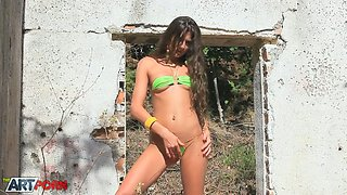 Shy dark haired sweetie in sexy bikini performs hot solo outdoors