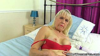 UK granny Pandora loves playing with a big dildo
