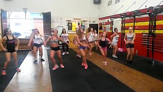 Flexible hotties shake their adorable booties in the gym