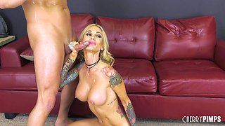 Skilled blonde Sarah Jessie like to fuck on the couch