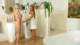 Sofi Goldfinger and Zazie enjoy a bath an a fingering session