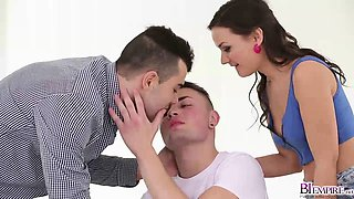 Anina Silk and Joel Vargas have bisexual sex in 3some