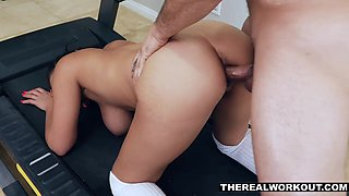 Thick and sexy Ella Knox gets some proper pussy workout on a treadmill