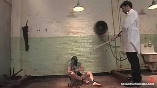 Sexy Sindee Jennings gets fisted and fucked in bondage vid