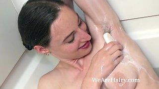 Temar enjoys masturbating in her bathtub