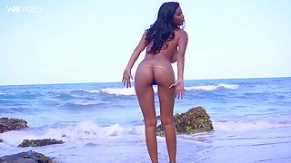 majestic colombian solo babe kendra roll masturbates on a beach