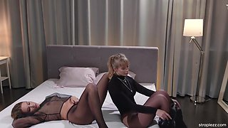 Fetish lesbian love to fuck in pantyhose