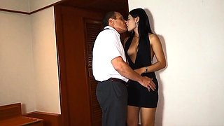 Cheating on his wife with a Thai amateur hooker beauty