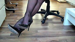 0035- Dangling black Heels
