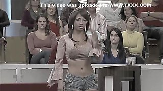 LATINA WITH TIGHT SHORTS SHOWING BEAUTIFUL CAMELTOE [SUPERcut]