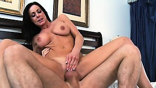 Brazzers - Mommy Got Boobs - College Madness