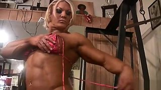 Female Bodybuilder Masturbates Her Clit In The Gym
