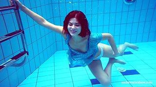 Pretty hot Russian chick Marusia gets naked under the water
