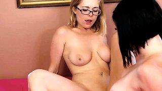 Spex girlfriend scissoring with lesbian babe