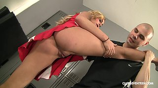Hot blonde Nikki Seven spreads her long legs for a strong penis
