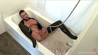 Latex dominatrix Hanna Hilton is playing with her whorish cunt
