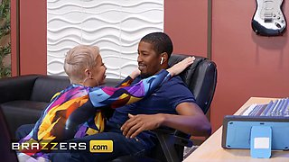 Brazzers Milfs Like it Big Ryan Keely Isiah Maxwell Pounded By The Producer