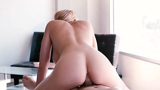 Delicious and luscious Masseuse