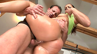 Oiled sexy big bubble butt of gorgeous brunette gets brutally banged