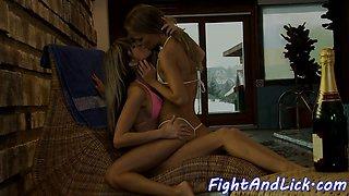 Lesbian teens seducing pussies in sexfight