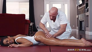 hot ebony kira noir is getting an oil massage