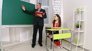 Charming college girl lures her teacher on the extra class