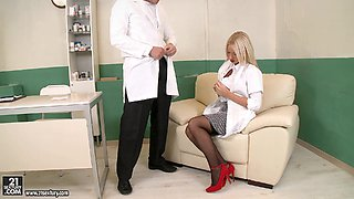 Sexy Nurse Gives The Doctor A Blowjob