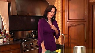 Stepmom Licking Pussy In Taboo Ffm With Teen