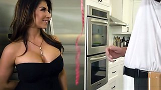 Construction worker fucks the housewife Raven Hart