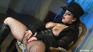 Liza Del Sierra is a kinky mistress in need of a cock ride