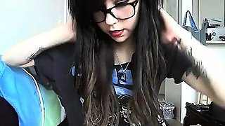 Awesome emo gf plays in front of the webcam