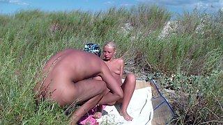 Adele in amateur nude couple shagging on a public beach