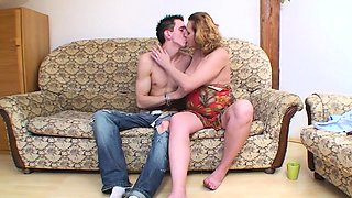 Blonde and pregnant babe pleases a hard cock