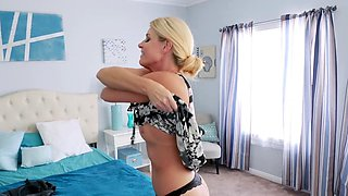 Stepson gives hot mom a special massage