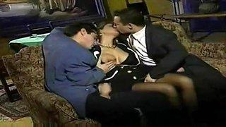 _marito_cornuto_fa_scopare_la_moglie_dai_suoi_amici_