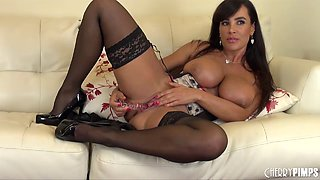 Lingerie milf Lisa Ann shows how hot her voluptuous body is