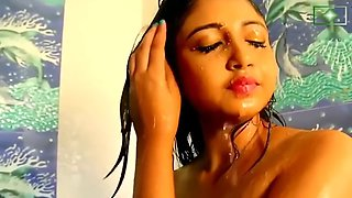 Beautiful desi chick fore plays in bed after shower bath